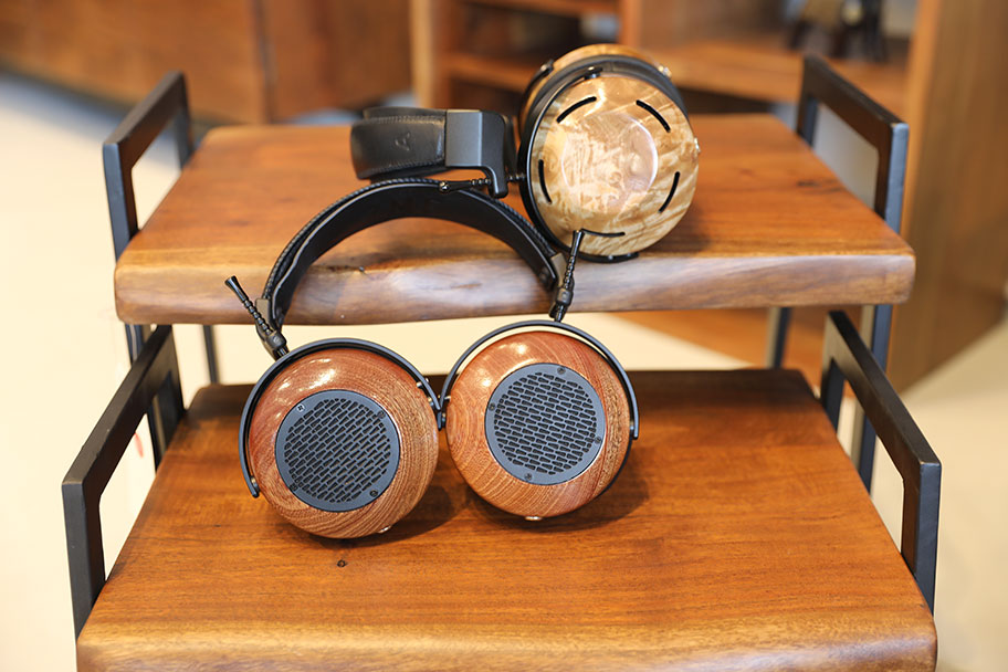 ​ZMF Aeolus and Atticus high-end headphones | The Master Switch