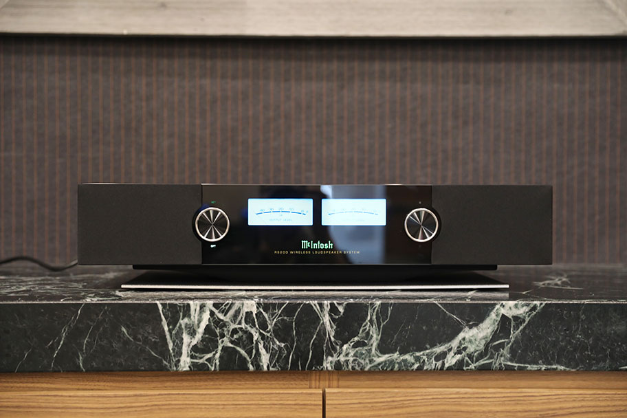 McIntosh RS200 Wireless Speaker | The Master Switch