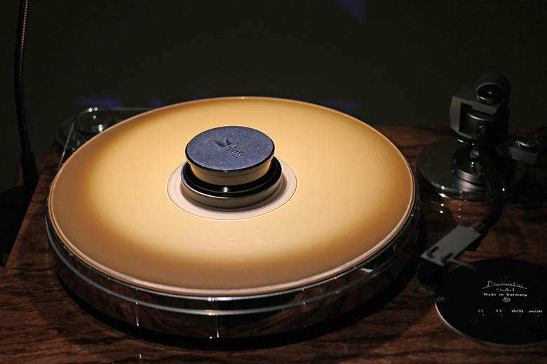 Merveilleux Turntable From TAVES 2017 | The Master Switch