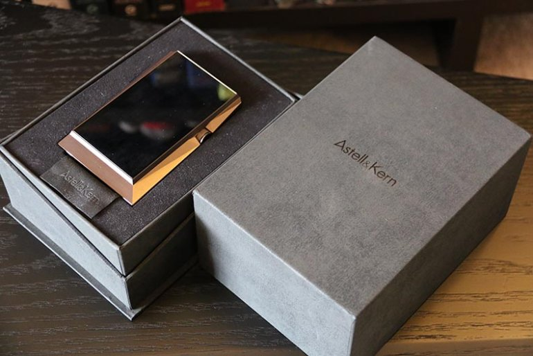 The box and accessories are full-on luxury | The Master Switch