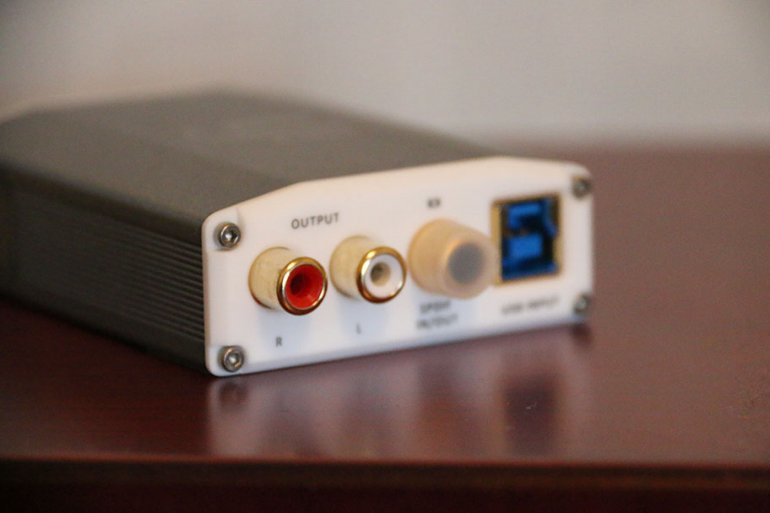 The Nano iOne packs RCA, USB and optical into its back end | The Master Switch
