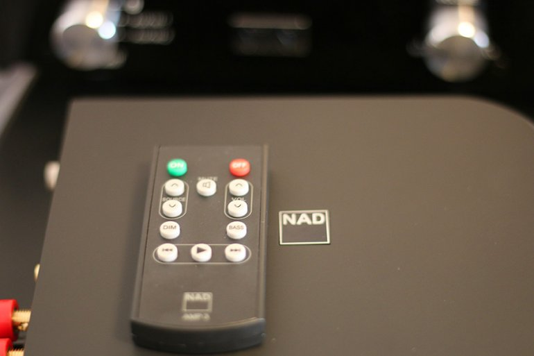 A simple and effective remote comes with the D3020 V2 | The Master Switch